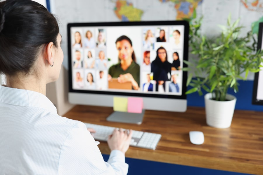 Woman in an online meeting